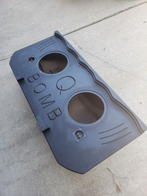 Subwoofer box escalade ext /avalanche for Sale in Houston, TX