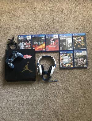 PS4 500gb bundle(new controller, headset, and games for Sale in Menifee, CA