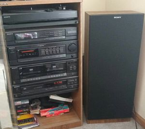 Sony stereo system with 2 full size speakers for Sale in St. Louis, MO