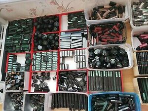 WHOLESALE MIXED LOT OF MAKEUP 100PCS. SAME BRAND ..ALL NEW.. MIXED.. NOT EVERYLOT THE SAME for Sale in Miami, FL