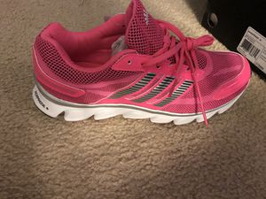 Nike women's size 10 gym shoe for Sale in Plainfield, IL