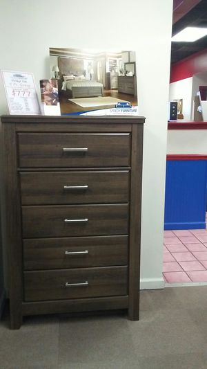 Ashley vintage bedroom set for Sale in Uniontown, PA