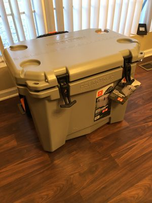 Ozark Trail 60QT High Performance Rolling Cooler for Sale in Joliet, IL