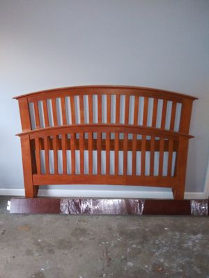 Queen size bed frame for Sale in College Park, GA