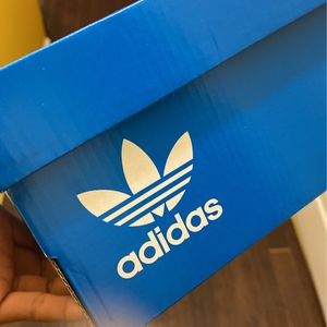 Adidas women sneakers for Sale in Mableton, GA