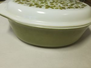 Pyrex casserole dish with lid. 2.5 qt for Sale in Glen Burnie, MD