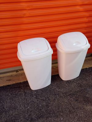 Sterilite swing top waste basket for Sale in Hyattsville, MD