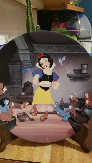 Snow white collectable plate for Sale in Chicago, IL