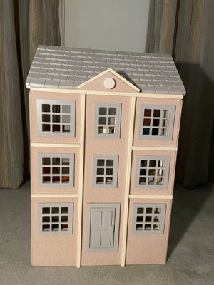 POTTERY BARN KIDS Pink Townhouse Doll House Like New for Sale in New York, NY