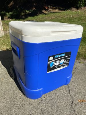 Igloo Ice Cube Cooler for Sale in Marysville, WA