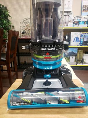 Bissel cleanview swivel pet rewind for Sale in Tulare, CA