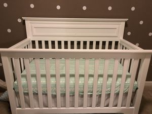 Kalani DaVinci White 4-1 Crib for Sale in Wheaton, MD