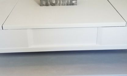 Farmhouse White Coffee Table Lifting Top for Sale in Belleville,  IL