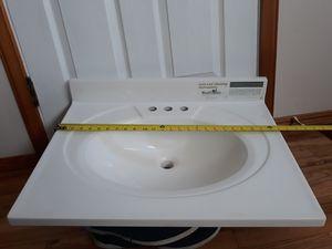 BATHROOM SINK WHITE COLOR LIKE NEW for Sale in Bellevue, WA