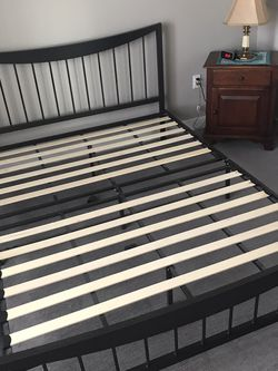 Queen Platform Bed for Sale in St. Louis,  MO