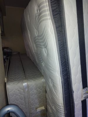 Cal king mattress and box spring, good condition for Sale in Cathedral City, CA