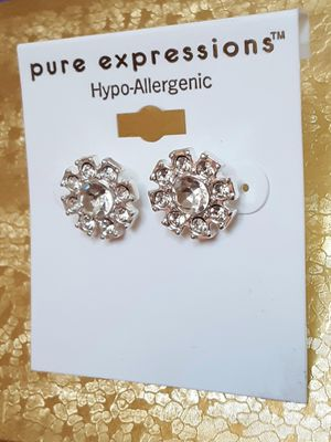Shipping or PickUp: New hypo-allergenic silvertone faux diamond acrylic and crystal post earrings for Sale in Fullerton, CA