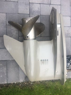 """Lower unit with stainless steel prop for 1989 + 140 Johnson outboard motor 25"""" shaft for Sale in East Meadow, NY"""