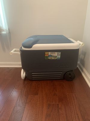 Igloo MaxCold 40 Quart Wheeled Cooler for Sale in Chicago, IL
