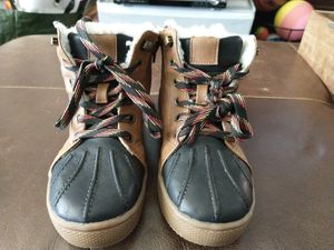 CAT & JACK boots Boys or Girls Size 1 Youth for Sale in San Mateo, CA