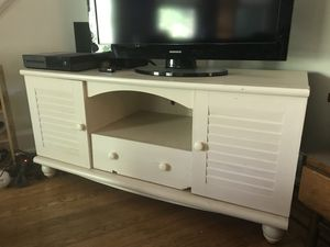 White beachy tv stand for Sale in Baltimore, MD