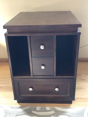 Contemporary Bernhardt Side Table for Sale in Clinton, NJ