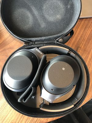Sony WH-1000XM2 noise cancelling headphones for Sale in Hillsborough, CA