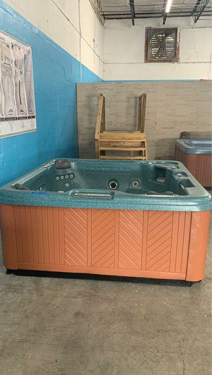 Preowned Leisure Bay hot tub ready for delivery! for Sale in Oakland Park, FL