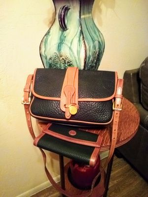 MINT! Vintage Dooney & Bourke black tan genuine all weather pebble leather front flap messenger crossbody shoulder bag purse AND matching wallet for Sale in Phoenix, AZ