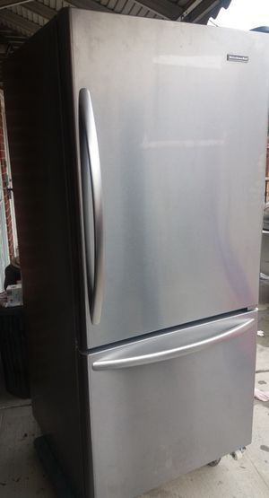 """Used, 'KitchenAid' Stainless Steel REFRIGERATOR - bottom freezer, 19.0 cu. Ft, 30"""" wide for Sale for sale  Bronx, NY"""