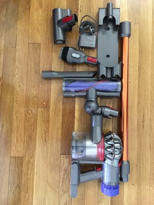 Dyson v8 Animal cordless vaccum cleaner - new ( without original box ) for Sale in Woodbridge Township, NJ