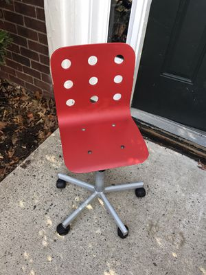 Kids desk chair for Sale in Bloomfield, NJ