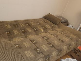 Couch/pull Out Bed for Sale in Chicago,  IL