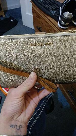 Michael Kors tan and gold double zip wristlet wallet for Sale in Salt Lake City, UT