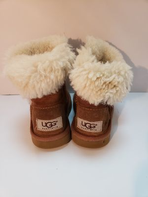 Toddler ugg boots tan size 6 for Sale in Garland, TX