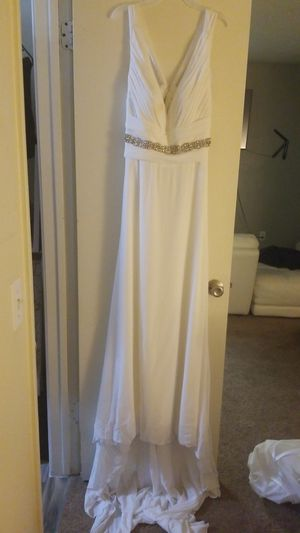 Selling my wedding dress size 16 long tail detailed in feont V cleavage opened back beautiful dress ... for Sale in Phoenix, AZ