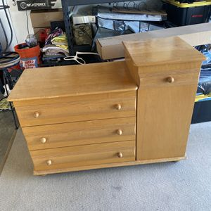 Changing table/dresser for Sale in Fountain Valley, CA