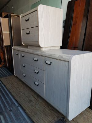 Chest and nightstand for Sale in Miami, FL