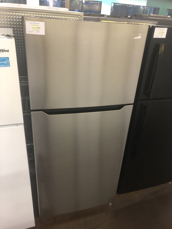 Top freezer refrigerator stainless steel Insignia 18 cubic feet