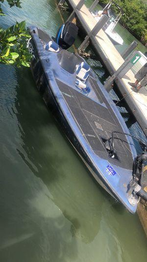 Bass boat astro 200hp mercury A BEAST for Sale in Miami, FL