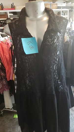 Plus size lace and sheer shirt from torrid for Sale in Orlando, FL