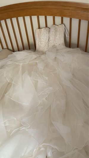 Bride dress comes with bra, skirt, veil, and the matching flower girl dress with floral tiara. for Sale in Coconut Creek, FL