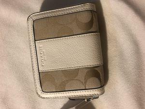 Coach Park Signature Medium Zip Wallet Light Khaki Parchment White F51774 for Sale in Paeonian Springs, VA