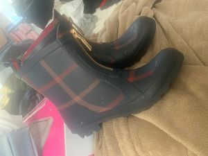 Hilfiger rain boots for Sale in Los Angeles, CA