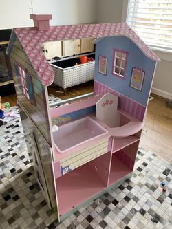 Free Doll House for Sale in Puyallup,  WA