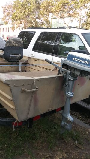 Jon aluminum boat. 14 feet. evinrude engine.. Pinkslipp in hand.. for Sale in Los Angeles, CA