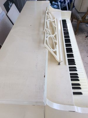 Beautiful Vintage piano! Works great! (Very heavy!) for Sale in Boca Raton, FL