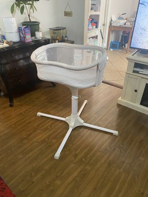 Halo Swivel Bassinet for Sale in Altadena, CA
