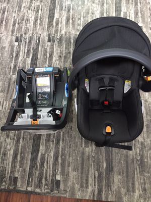 Chicco fit2 car seat with base Exp 01/2024 for Sale in Stroudsburg, PA