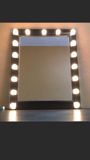 Vanity mirror $200 3 way!!! Pick up today !! for Sale in Queens, NY